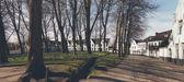Park with whitewashed houses — Fotografia Stock