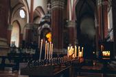 Rows of burning spiritual candles — Stockfoto