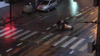 Heavy rain at the evening, hobo passes — Stock Video
