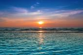 A Bright colorful sunset at the sea. — Stock Photo