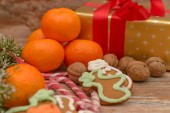Mandarines, gift box and sweeties — Stock Photo