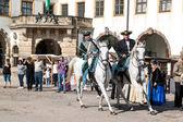 Cavalo mostrar em trajes de hussardos do século XVIII — Fotografia Stock