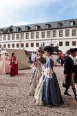 Mulheres com vestidos do século XVIII — Fotografia Stock