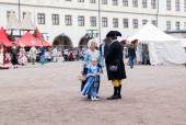 Mother and daughter in costumes of the 18th century city dweller — Stock Photo
