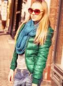 Cute teenage girl in the city — Stock Photo