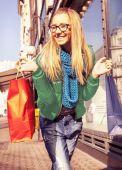 Cute girl like shopping — Stock Photo