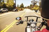 Zadní pohled člověka na motorce — Stock fotografie