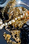 Cadenas y joyas falsas — Foto de Stock