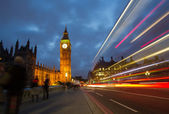 Traffic on Westminster bridge at dusk — Stock Photo