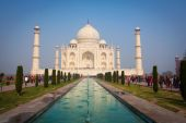 A perspective view on Taj-Mahal mausoleum with reflection in water. Agra, India — Stock Photo