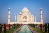 AGRA, INDIA - JAN 10: Taj Mahal Mousoleum in Agra on January 10, — Stock Photo