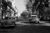 HAVANA - FEBRUARY 17: Classic car and antique buildings on Febru — Stock Photo