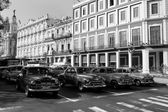 HAVANA - FEBRUARY 17: Classic car and antique buildings on Febru — Stock Photo