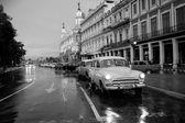 HAVANA - FEBRUARY 18: Classic car and antique buildings on Febru — Stock Photo