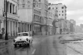 HAVANA - FEBRUARY 19: Classic car and antique buildings on Febru — Stock Photo