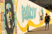 HAVANA - FEBRUARY 26: A grunge graffiti portrait of Che Guevara  — Stock Photo