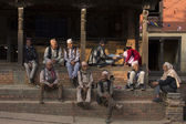 BHAKTAPUR, NEPAL - NOVEMBER 20: People staying and relax in Bhak — Stock Photo