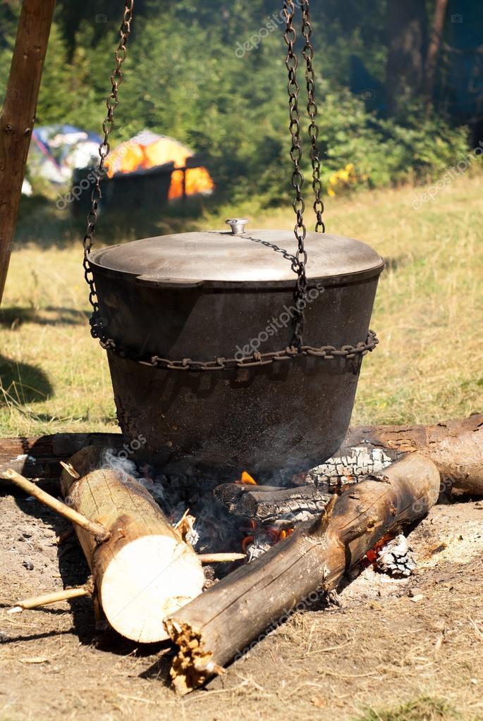 Cucinare in una pentola sul fuoco foto stock nadianb - Si usa per cucinare 94 ...