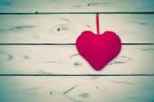 Single red heart in retro stile — Foto de Stock