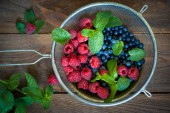 Blueberries and strawberries — Stock Photo