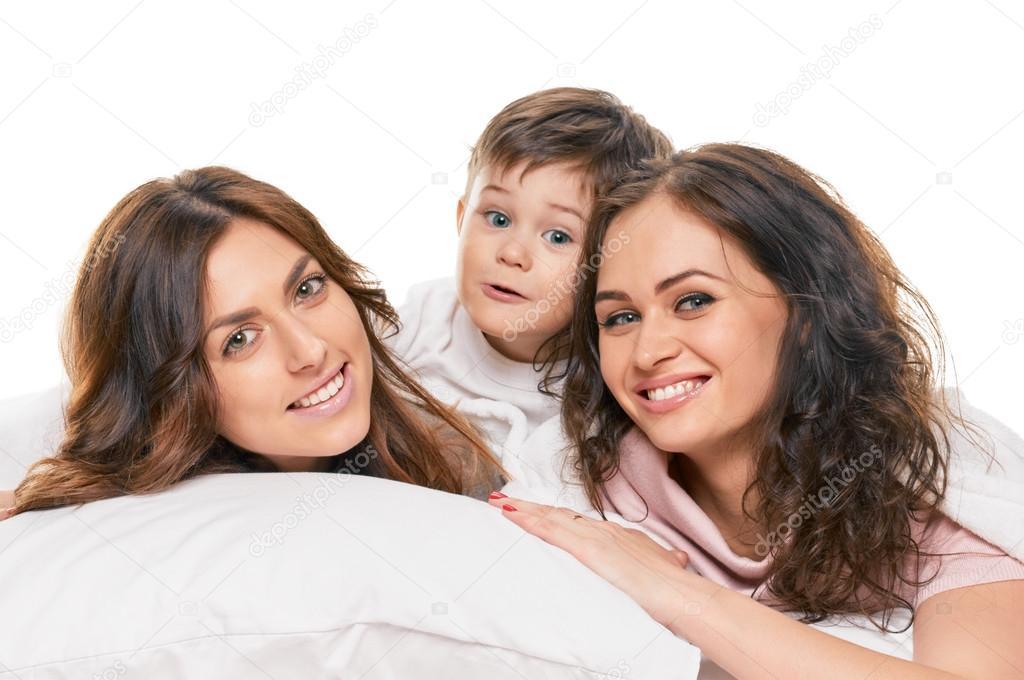 мать сын и ее сестра