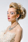 Bride with creative make-up and hairstyle — Stock Photo