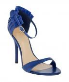 Niebieskie buty na białym tle — Zdjęcie stockowe