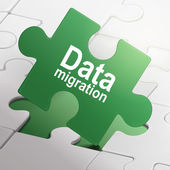 Data migration on green puzzle pieces  — Wektor stockowy