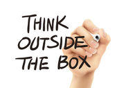 Think outside the box words written by hand — Vector de stock