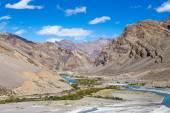 Himalayan landscape in Himalayas along Manali-Leh highway. Himachal Pradesh, India — Stock Photo