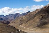 マナリ レー高速道路に沿ってヒマラヤでヒマラヤの風景です。ヒマーチャル ・ プラデーシュ州、インド — ストック写真