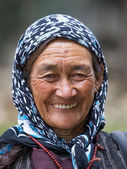 Old unidentified local woman in Leh. India — Stock Photo