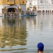 Sikh man visiting the Golden Temple in Amritsar, Punjab, India. — Stock Photo #59331835