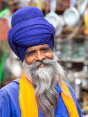 Sikh man visiting the Golden Temple in Amritsar, Punjab, India. — Stok fotoğraf