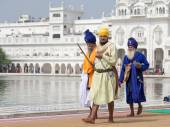 Sikh man visiting the Golden Temple in Amritsar, Punjab, India. — Stock Photo