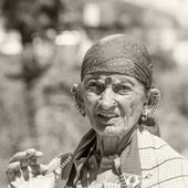 Old local woman in Naggar, India — Stock Photo