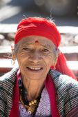 Old local woman in Manali, India — Stock Photo