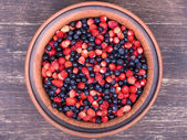 Fresh fruit salad with strawberries and blueberries , wild berry — Stok fotoğraf