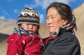 Old local woman with the child in Ladakh. India — Stock Photo