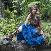 Красивая хиппи девушка relaxedl в природе, крупным планом — Стоковое фото