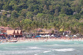 Haad Rin beach before the New Year celebrations. Unidentified people arrived on the island of Koh Phangan, Thailand — Stock Photo