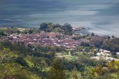 View in Danau Batur lake near volcano Batur, Bali, Indonesia — Stock Photo
