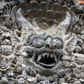 Traditional stone sculpture in the temple in Ubud, Bali, Indonesia — Stok fotoğraf