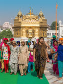 Rajasthani people visiting the Golden Temple in Amritsar, Punjab, India. — Stock Photo