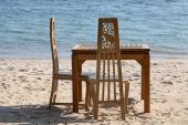 Table and chairs with a beautiful sea view on island Koh Chang, Thailand. — Stock Photo