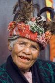 Ifugao woman in national dress next to rice terraces in Banaue, Philippines.  — Stock Photo