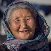 Old local woman in Ladakh. India — Stock Photo