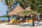 Beach chairs in a tropical beach, Thailand — Stock Photo