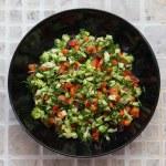 Fresh salad with broccoli, red pepper, fennel, raisins, sunflower seeds — Foto Stock #73071967