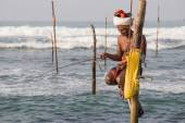 Fishermen are fishing in Indian ocean. Sri Lanka — Stock Photo